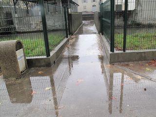 Cour école pluie 3